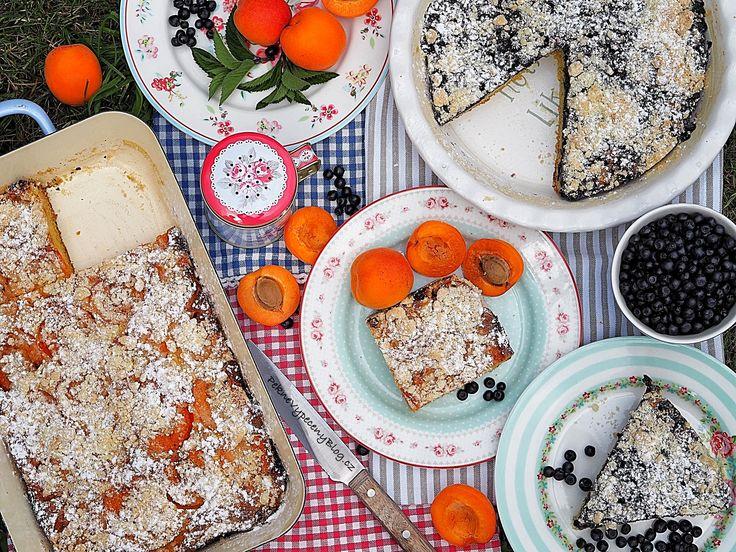 Hrníčková buchta s ovocem (meruňky a borůvky)