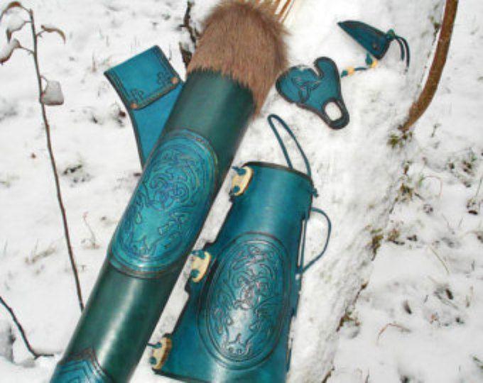 Carcaj de cadera y brazo protector en cuero fileteado de tiro con arco conjunto ciervo celta azul