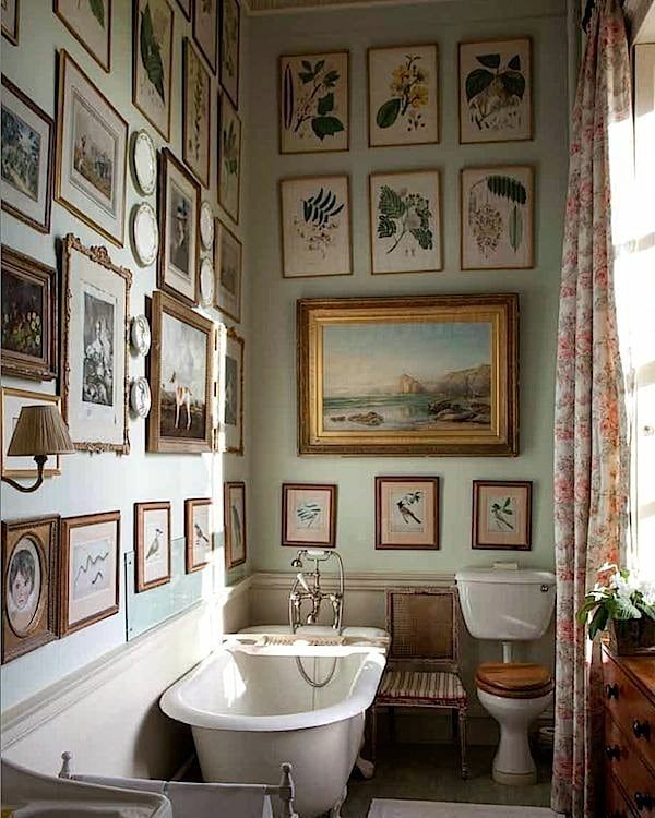 "82 Likes, 2 Comments - Gloria González (@bygloriagonzalez) on Instagram: ""Gallery wall Inspiration ☘️ - Bathroom at Milton Hall from the book 'The English Country House'…"""