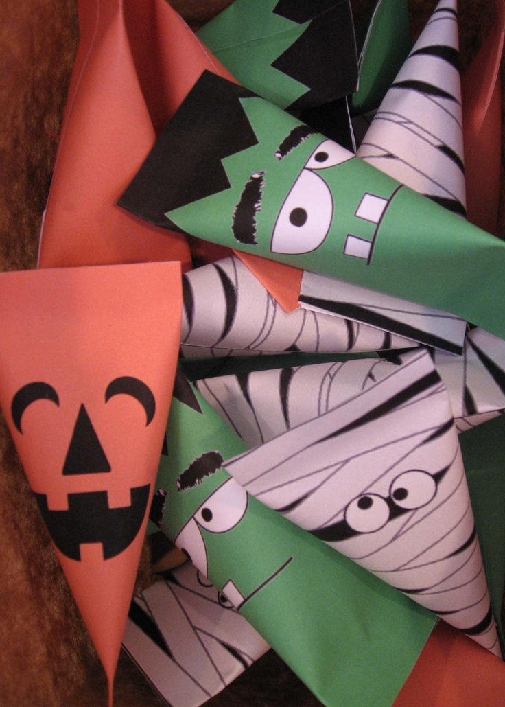 Halloween Candy Wrappers -   Free printables from http://likeaprettypetunia.blogspot.com/2012/09/halloween-treat-boxes.html