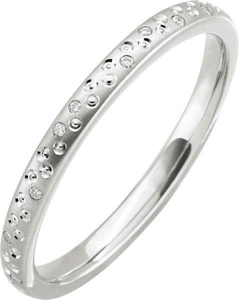 Der Memoir besitzt 24 kleinen Diamanten, sowie zahlreichen kleine polierte Kerben. #love #forever #yes #partner #beauty #mariage #diamond #valentine