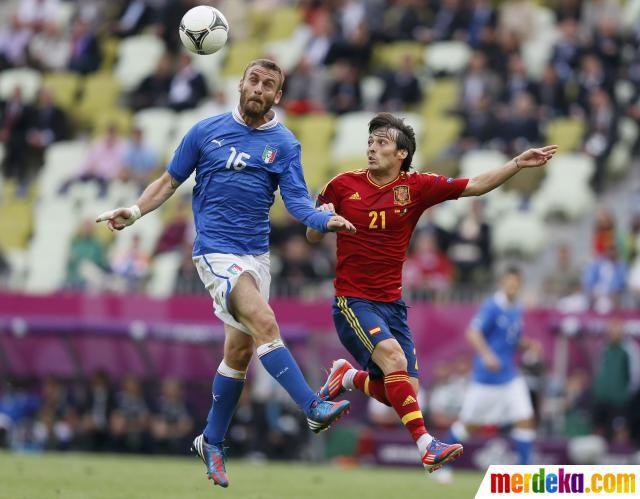 Tato de Rossi tidak terlihat saat laga karena tertutup kaos kaki.