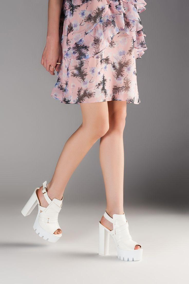 Kalin Beyaz Topuklu Yazlik Bayan Ayakkabi Modelleri Women Shoes Fashion 27 Ayakkabi Bayan Beyaz Fashion Kalin Modelle Bayan Ayakkabi Topuklular Moda