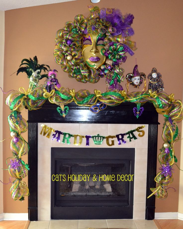 by Cheryl Foster...BEAUTIFUL!! Mardi Gras mantle