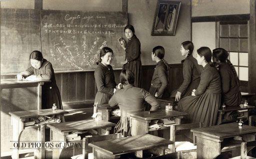 Japanese schoolgirls in Showa era. 1935年代の岡山 • 女学校の教室風景