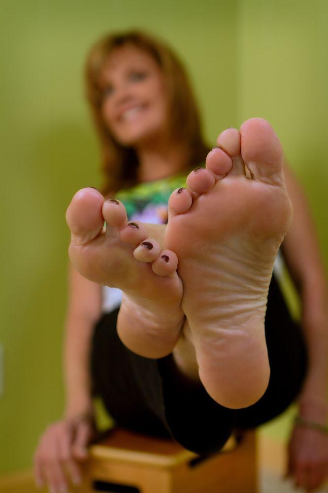 barefoot milf