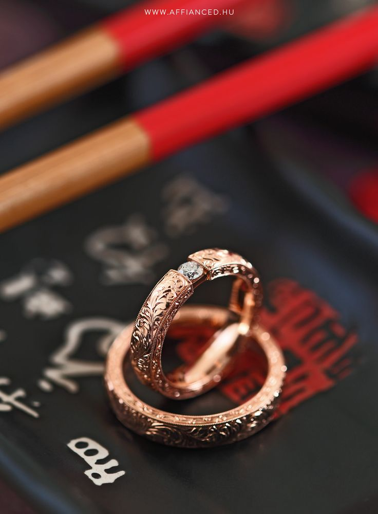 Handcrafted wedding rings with handmade engraving, rose gold and brilliants.