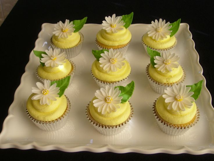 13 best Daisy Cakes images on Pinterest | Daisies, Fondant cakes ...