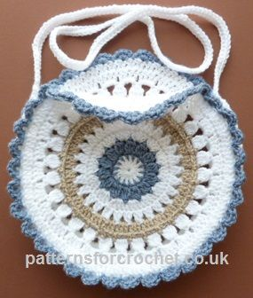 Free crochet pattern for round shoulder bag http://www.patternsforcrochet.co.uk/shoulder-bag-usa.html #patternsforcrochet