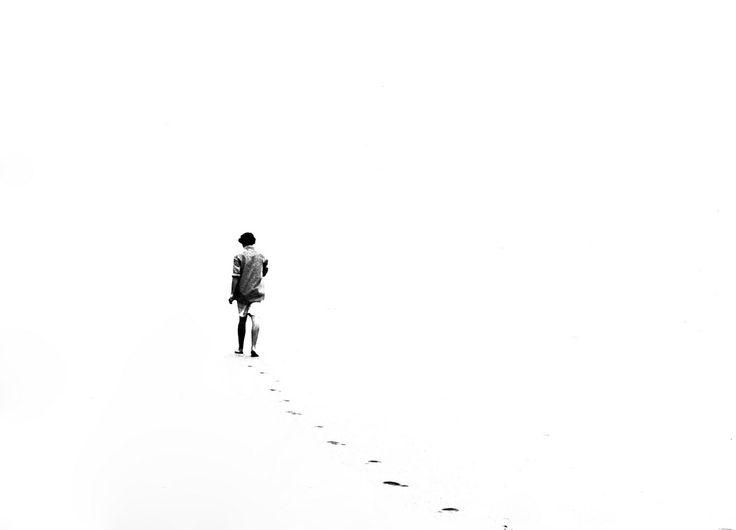 Niente. Questa parola non assale, sbircia. Nessuna poesia regge o esiste senza la sua materia. (Fernando Fábio Fiorese Furtado, Dizionario Minimo, trad. Anabela Ferreira, Tratti n.91, Edizioni MobyDick, 2012)
