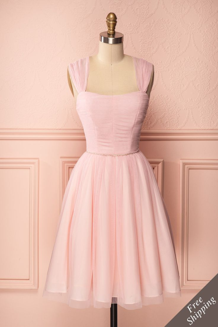 Robe courte de tulle et filet rose pâle avec perles claires à la taille - Short baby pink tulle and mesh dress with clear beads waist