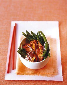 Hähnchen aus dem Wok mit Erdnüssen und grünen Bohnen - Rezepte - [LIVING AT HOME]