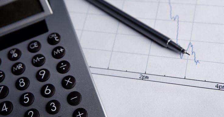 Cómo usar una Texas Instrument TI-83. La Texas Instrument TI-83 Plus es una calculadora gráfica de gran alcance que puede graficar ecuaciones, además de realizar cálculos avanzados y funciones trigonométricas. La TI-83 Plus tiene una pantalla LCD de gran tamaño que le permite al usuario introducir las expresiones de gran tamaño y las secuencias numéricas, así como ver las ecuaciones ...