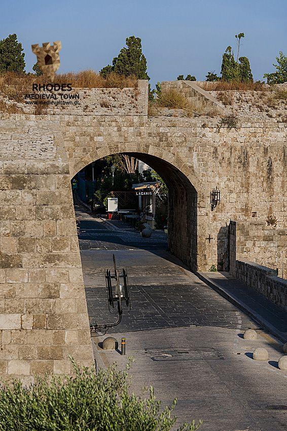 Akandia Gate