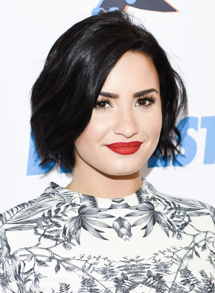 Demi Lovato Shows f Her Beautiful Freckles in a Selfie for NoMakeupMonday