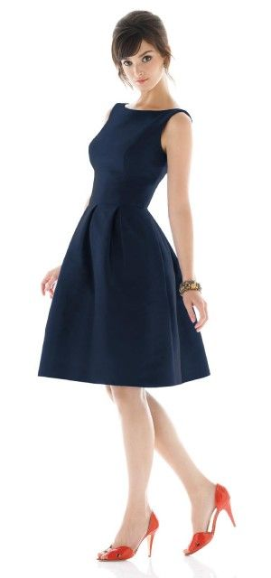 A classic day to night formal dress good for pear shape bodies. Just add a chunky necklace. Good when attending formal parties