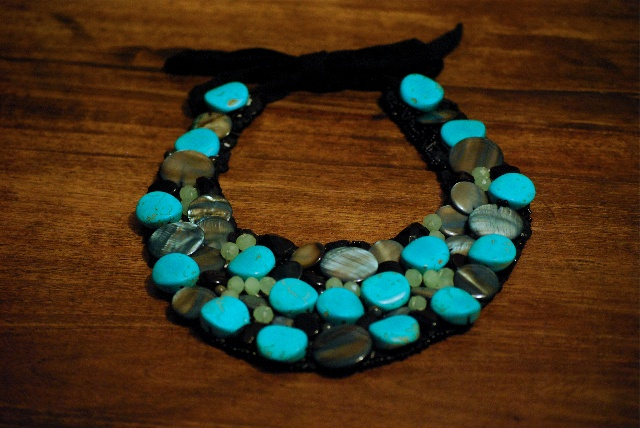 bib-necklace ©seaseight blog http://seaseight.blogspot.it/2012/01/diy-bib-necklace.html