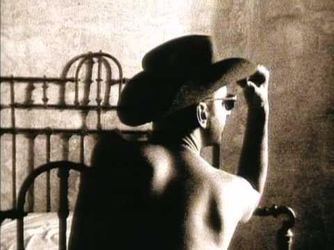 Personal Jesus de Depeche Mode fue la primer canción que aprendí en guitarra.