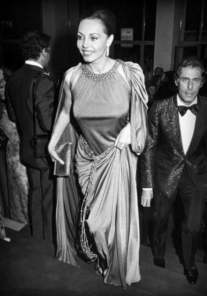 9 мая 1972 год, Канны. Мишель Мерсье вместе со своим супругом - Клодом Бурилло во дворце фестивалей на ежегодном 25-ом каннском кинофестивале.