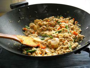 Cette recette de riz frit au poulet, que nombre d'entre nous appelleront riz cantonais, est une recette chinoise très appréciée. Facile et rapide à réaliser, le riz frit est la plat parfait à préparer lorsque l'on ne sait pas quoi manger le soir. Très complet, ce plat chinois mélange douceur et saveur pour satisfaire toutes...Lire
