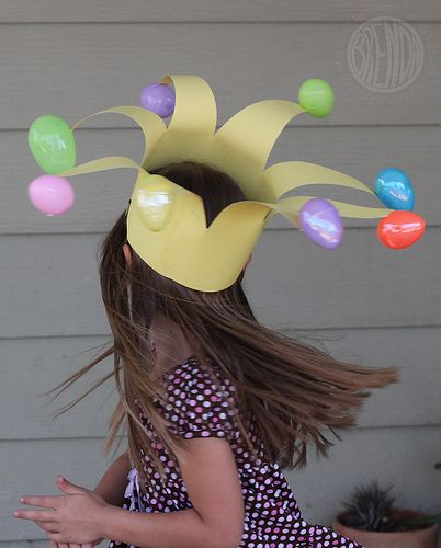 I need to find my glue gun!! This easter egg crown is so cute!