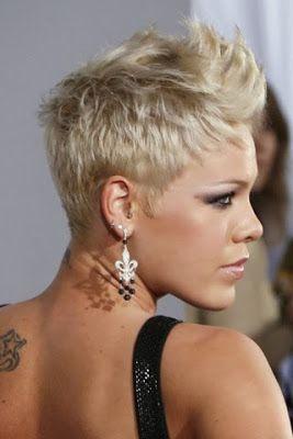 Peinados y Tendencias de Moda: Corte de pelo corto con cresta para mujeres