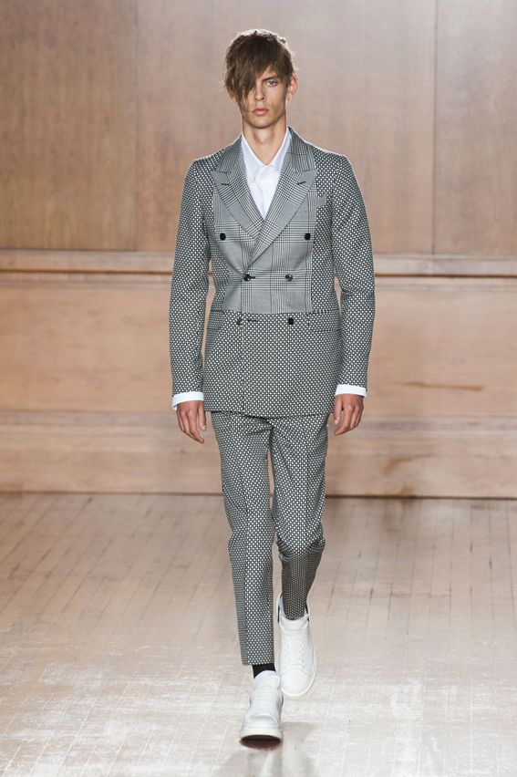London FW S/S 2015 - Alexander McQueen See all fashion show at: http://www.bookmoda.com/?p=11013 #summer #SS #catwalk #fashionshow #menswear #man #fashion #style #look #collection #london #fashionweek #alexandermcqueen