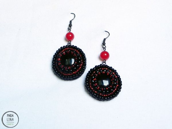 Madalina Crafts | Bead embroidered earrings in red and black