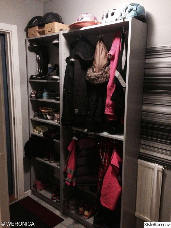 Vi har en liten hall där vi hade svårt att hitta en bra hallmöbel   att väggen är gips och skulle inte tåla någon fiffig vägghängd lösning.   Det här vart perfekt för oss och den sväljer många skor och jackor trots att den bara är 30 cm djup. Vi köpte 2 stycken Billybokhyllor (IKEAS) begagnat. En...