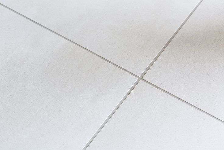 Nooit meer uitglijden in je doucheruimte; plaats anti-slip vloertegels in je badkamer.