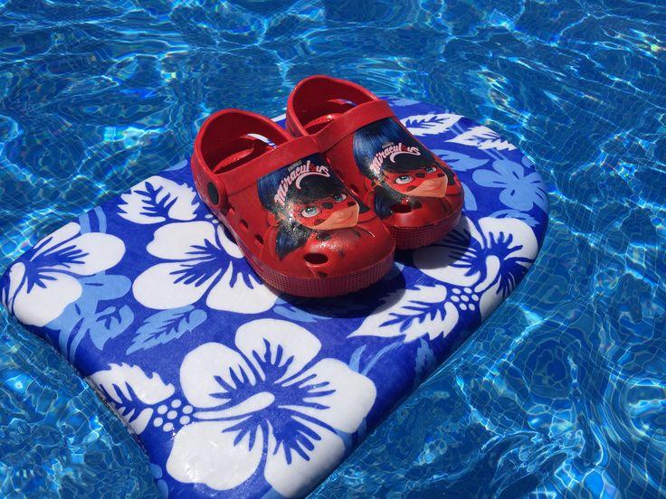 Con este calorcito lo ideal sería poder tener los pies todo el día en remojo. Si eso no es posible os recomendamos elegir unas sandalias bien fresquitas!!!   #elsomni #cardedeu #playa #calorcito #beach #time #summer #holiday