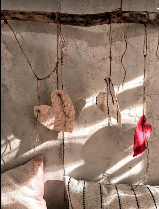 #tonicliving #pillowlove #heartswatch #cozycorner #lightonstuccowall #driftwoodwallhanger