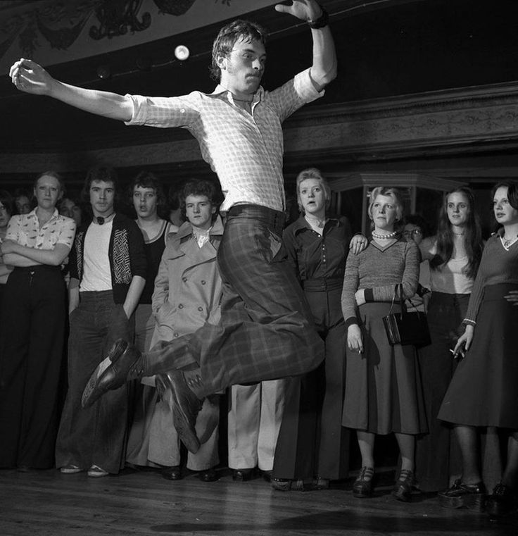 Northern Soul dancing in 1975 at Wigan Casino #NorthernSoul #SoulMusic