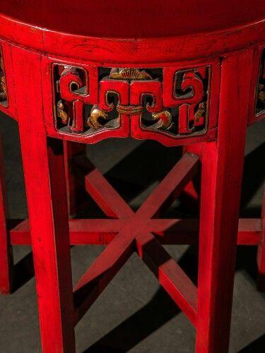 BF-20875 - Дайбяо-хуа - столик с индийским орнаментом. Династия Цин  Размер: 60*60*80  Такой столик украшал буддийские храмы. В декоре зачастую использовались элементы индийской орнаментики.  #Китайщина #журнальныйстолик #столик #коктейльныйстолик #красныйстол #китайскаямебель #китайскаятрадиционаямебель #мебельиздерева #мебельизмассива #ручнаяработа #kitaischina #ethnic #etno #этно #этническаямебель #дизайнеоскаямебель #восточнаямебель