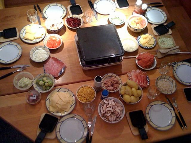 Hot stone cooking is facing a resurgence in Germany. Tired of fondue and Raclette parties? A grilling stone is a low fat way to cook at the table. Here are recipes and sauces for the grilling stone.