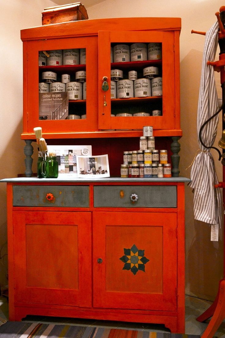Barcelona Orange and Emperor Silk with Provence, motif in Provence, Florence and Arles (Annie Sloan Chalk Paint) - Kamandalu Art &Craft