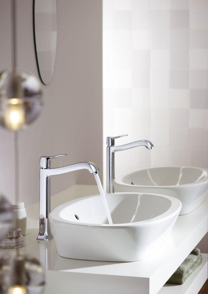 Classic bathroom design: Timeless and stylish bathroom interior idea. #hansgrohe #MetrisClassic #Metris