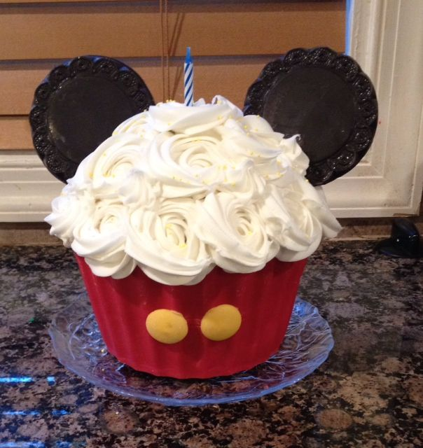 - Mickey Mouse Giant cupcake