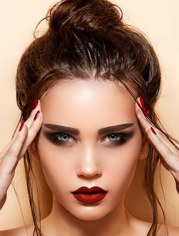 Когда времени на мытье волос нет - на помощь приходит сухой шампунь. Средство, конечно, не на каждый день, а вот для экстренных случаев - то что надо. https://www.facebook.com/remington.ukraine