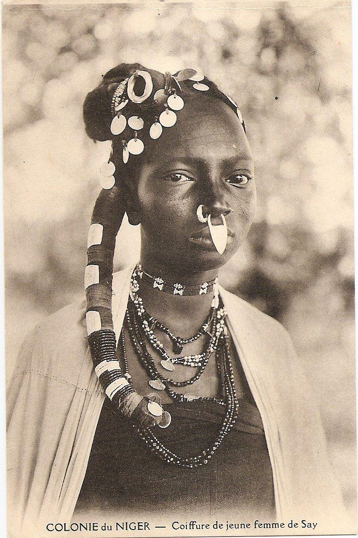 "Vintage postcard: ""Coiffure de jeune femme de Say"", Niger, circa 1910"