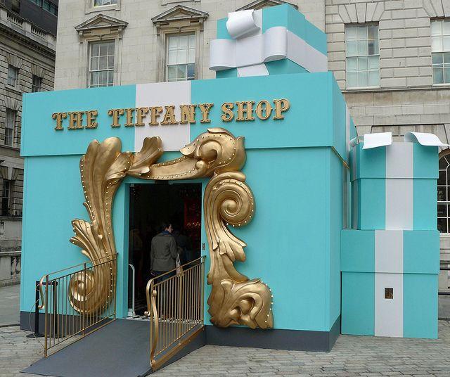 Tiffany pop up shop - London Quite an entrance! PopUp Republic