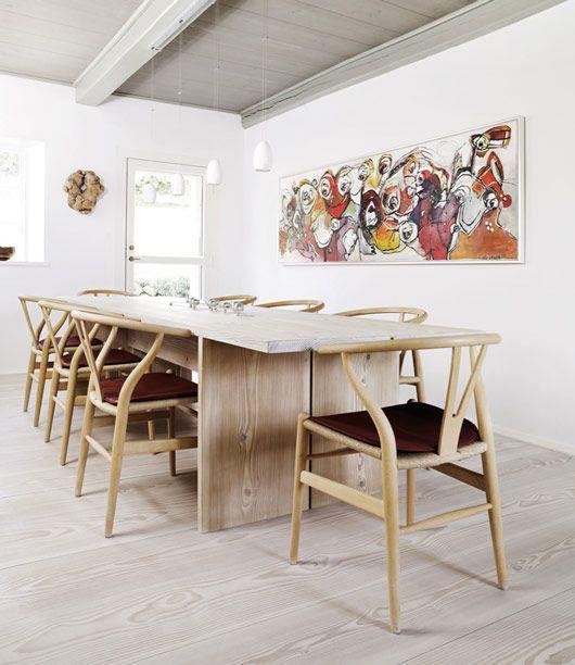 interior nórdico, paredes blancas y suelo de madera claro -- by Nordic Design
