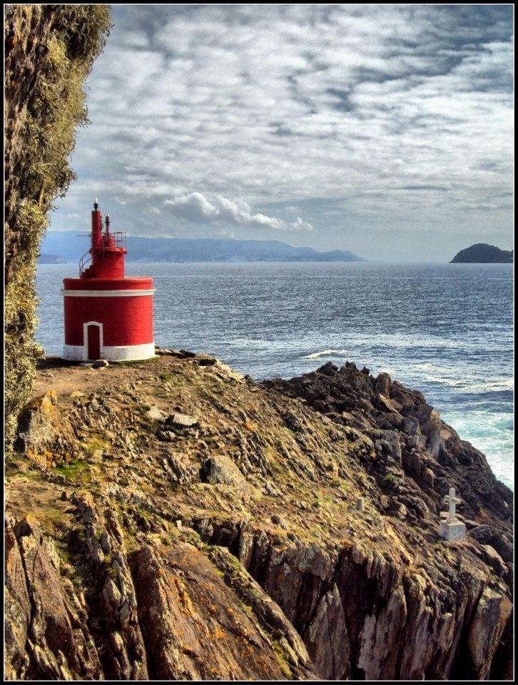 Faro en Punta Robaleira (Cabo Home, Cangas)