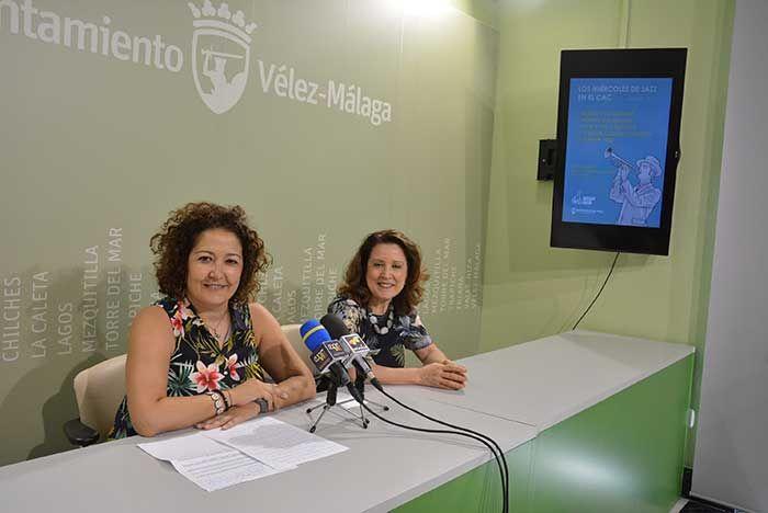 """La concejala de Cultura del Ayuntamiento de Vélez-Málaga, Cynthia García, y la directora del CAC, María Luz Reguero, resaltaron que este año se ha incrementado el número de visitantes en más de un 8% con respecto al período anterior. """"Los miércoles de jazz han sido un éxito, y en cada edición se convierten en un reclamo para nuestra ciudad con artistas de primera línea"""", comentó la edil.   #arte contemporaneo #jazz #noticias"""