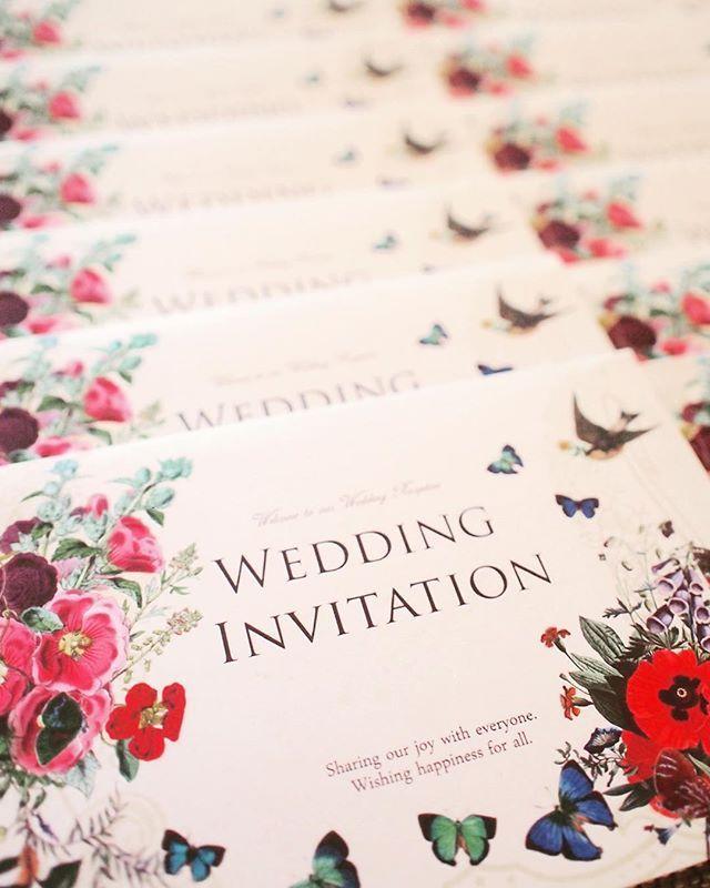 これまた無料の招待状です✨親戚のみなので必要なかったのですが、可愛いデザインを見つけたので、作りました☺️内容は挙式日時、挙式後のレセプションの場所や時間です。ミキシーボさん種類もたくさんあってお勧めですサンワサプライ薄手の両面つやなし用紙を使っています。2枚に折るので厚さぴったりです♡ #招待状 #プレ花嫁 #ミキシーボ #テラスバイザシー #結婚式準備