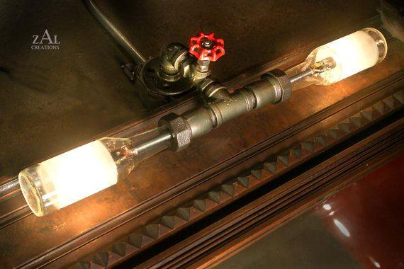 Lampe de courtoisie. Photo lumière. Bouteilles de bière, tuyau de plomberie & raccords. Lumière de vanité. Lampe de mur. Appareil d