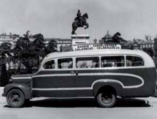 Foto antigua de 1940 de un autobús Madrid - Torrelodones - Galapagar - Colmenarejo