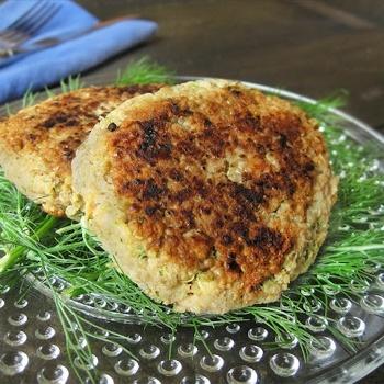 Quinoa Salmon Cakes > http://womenhealthregime.com/dash-diet