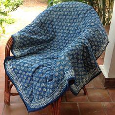 Couvre lit, jeté de canapé, de fauteuil, tenture murale en coton block print indigo traditionel
