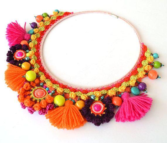 grueso collar mexicano, naranja collar étnico, collar grueso negrita grande, borla collar de pom pom, declaración festival collar, joyas de ganchillo